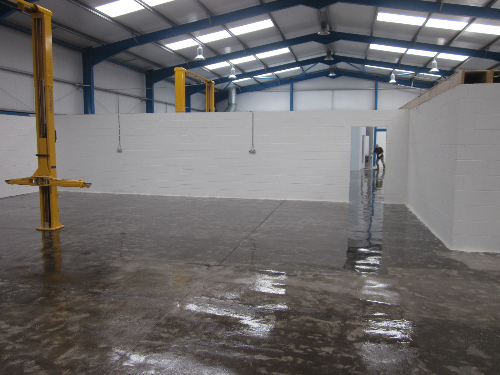 Solvent free epoxy primer applied to concrete substrate